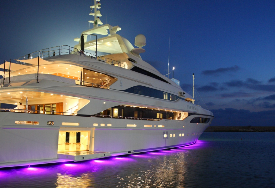 Luxury yacht Seanna by night