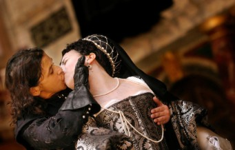 Richard III with Kathryn Hunter, Yolanda Vasquez opens at the Globe Theatre 11/6/03 CREDIT Geraint Lewis